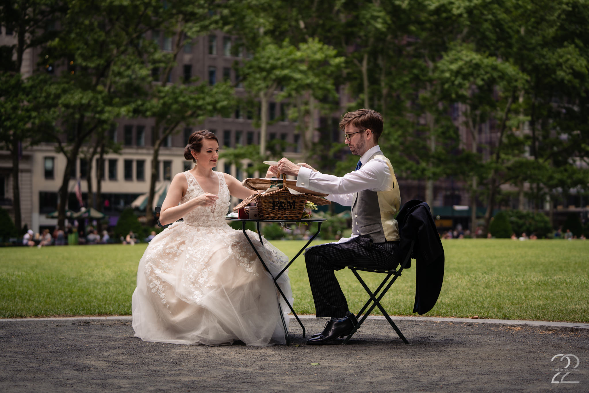 No two weddings are ever the same. Each couple puts a bit of themselves into making it their special day. Kenton and Sarah made sure that their day was perfectly them by adding all sorts of little touches such as this picnic in Bryant Park in New York City before the ceremony to get those extra nerves out.