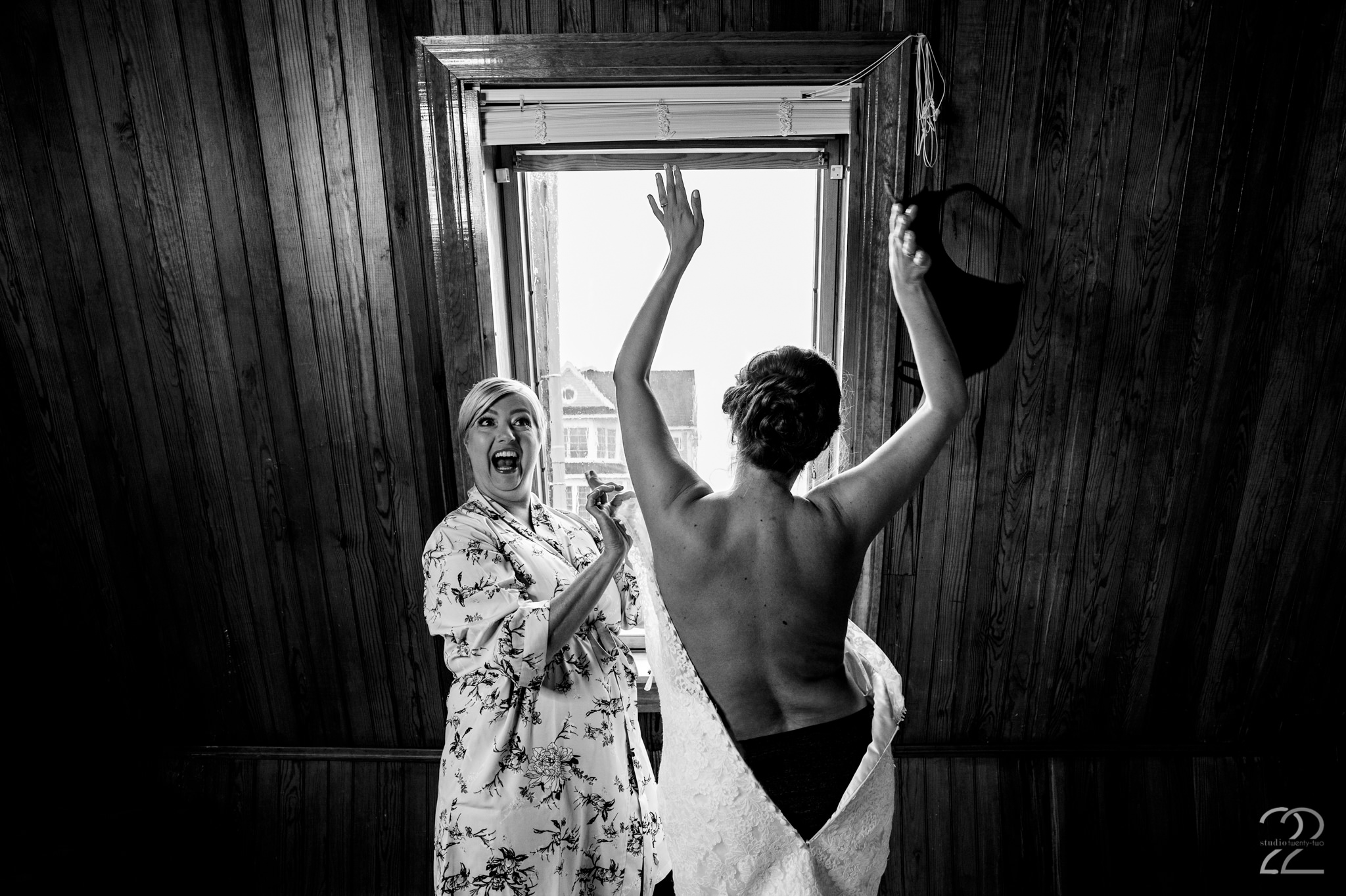 No peeking… No two brides have the same wedding morning, and Andrea's getting ready shots in Maine show you exactly that!