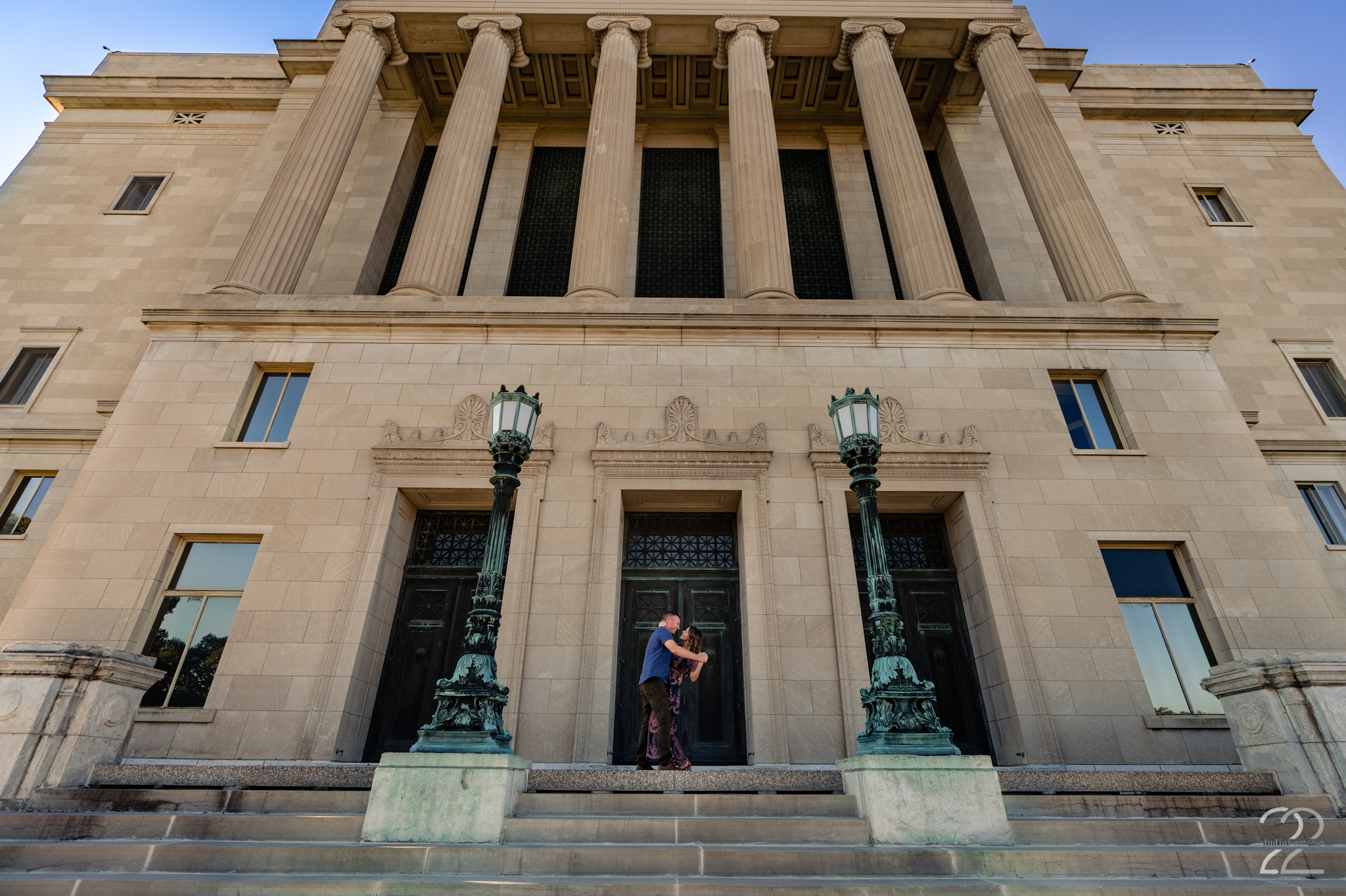 When deciding on a look for your engagement photos it is important to choose locations that match your style. That could be a meadow, a forest, or some amazing architecture. Lance and Rachel brought their 'A' game at the Dayton Art Institute.