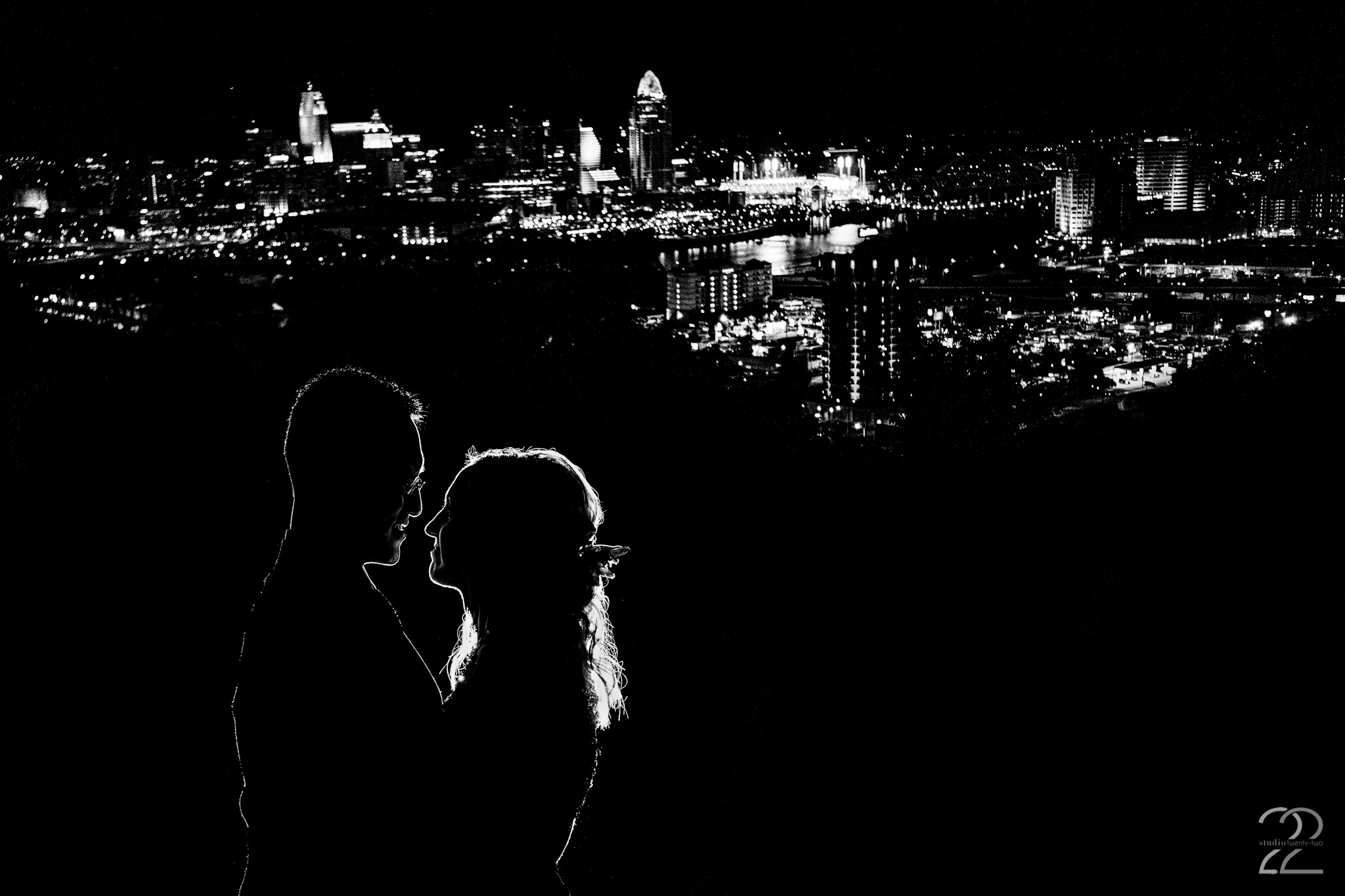 Cincinnati Skyline Wedding Photos - Studio 22 Photography