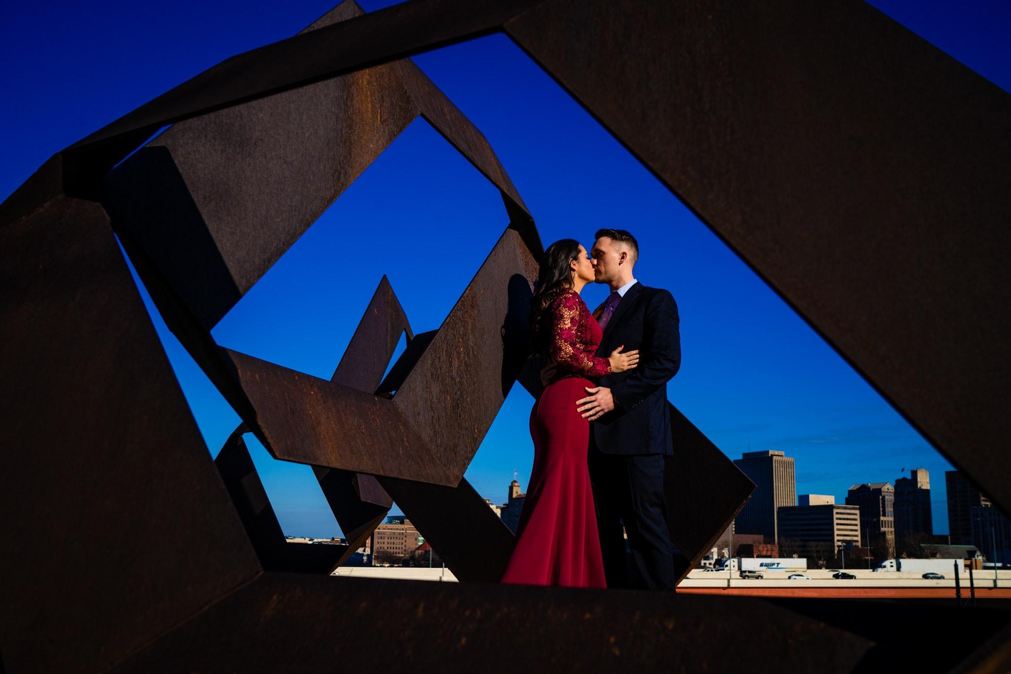 Engagement Photos at the Dayton Art Institute - Dayton Engagement Photos - Studio 22 Photography